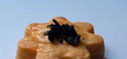 Galletas de parmesano y escamas de sal negra